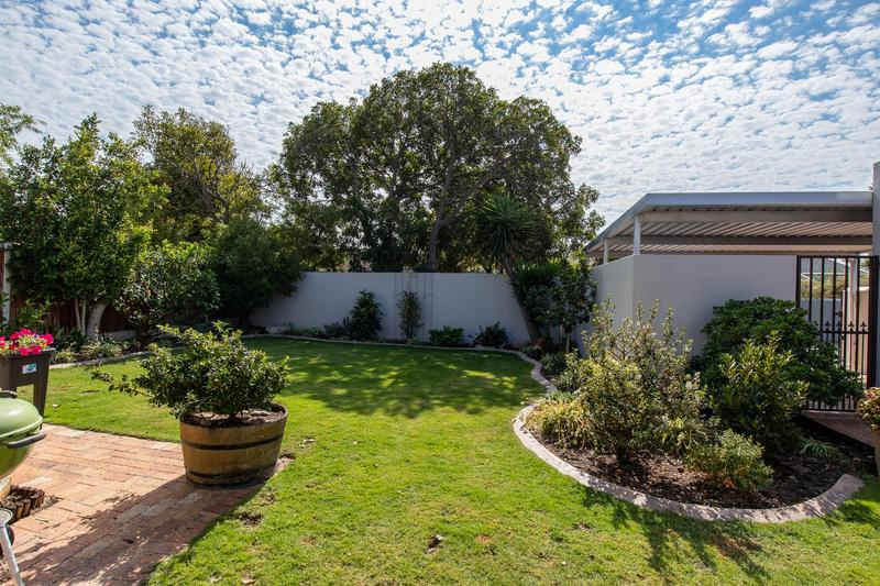 Property For Sale in Lakeside, Cape Town 4